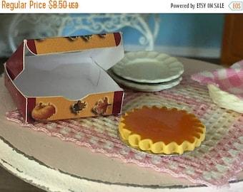 LD SALE Miniature Pumpkin Pie with Window Box, Dollhouse Miniature, 1:12 Scale, Dollhouse Food, Mini Food, Dollhouse Accessory, Decor