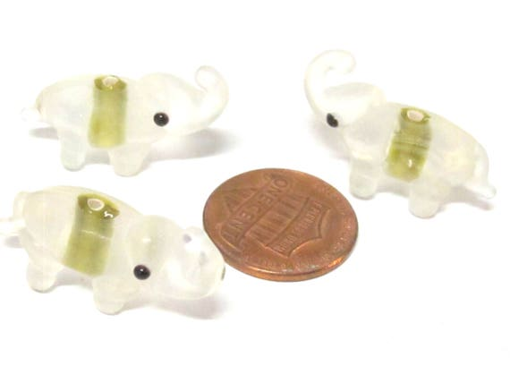 2 beads - Elephant shape glass beads clear frosted with yellow - BD152L