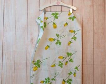 Vintage 70s 80s Floral Print Standard Pillowcase Linens Bedding