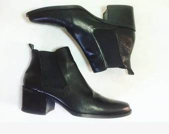 vintage 90's chelsea ankle boots minimalist black leather size 6
