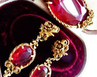 Coro red roses brooch pin earrings set | faux ruby red garnets gold tone settings | late Victorian style | Victorian revival vintage set