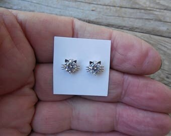 Cat stud earring handmade in sterling silver with cubic zirconia ( CZ)
