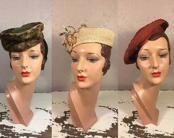 Three Gals Hat Lot#3 - Vintage 1930s WW2 1940s Lot of 3 Hats Olive Green Felt Military Hat Ivory Straw Calot Rust Brown Pleated Beret