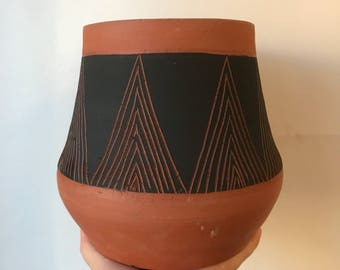 M O U N T A I N : terra cotta decorative vase