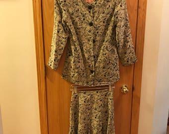 Ann Taylor vintage silk suit size 2/4 !