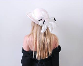 Vintage White Feather Hat. Plume. 1980's feather hat. Black & white. Wool felt. Brim. ivory.