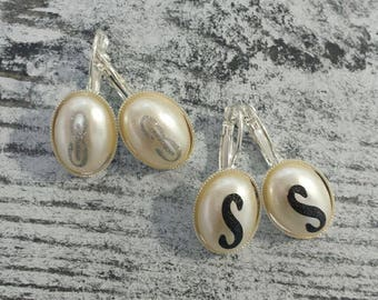 Personalized earrings-faux pearl-letter earrings -customized earrings-earrings with one letter-vinyl monogram earrings