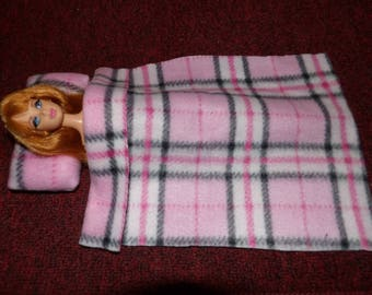 Fleeece blanket & pillow bedding set in pink plaid for Fashion Dolls - bsb30