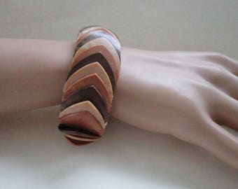 "Wood Tones  Expandable PLASTIC Bracelet 1"" WIDE Vintage   Vintage 1950's Era         Very nice clean condition"