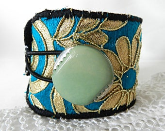 Adjustable cuff in embroidered turquoise fabric