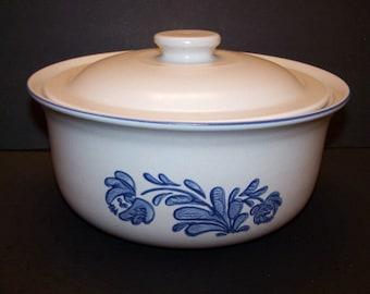 "Pfaltzgraff ""Yorktowne"" Casserole Baking Serving Dish Lid 2 Quart Stoneware Gray Blue"
