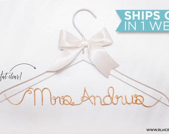 Clear Wedding Hanger / Personalized Name Hanger / Wedding Hanger / Bride Hanger / Wire Hanger / Name Hanger / Acrylic Hanger /14 Wire Colors
