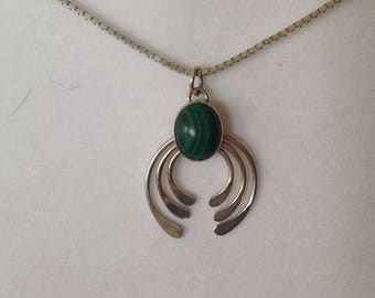 Beautiful Vintage Green Stone Necklace Sterling Box Chain 18""