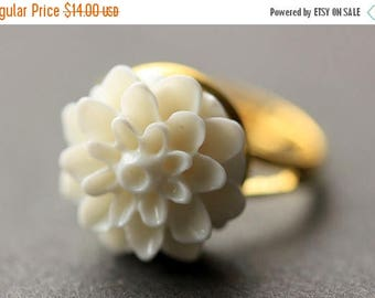 BACK to SCHOOL SALE White Mum Flower Ring. White Chrysanthemum Ring. White Flower Ring. White Ring. Adjustable Ring. Handmade Flower Jewelry