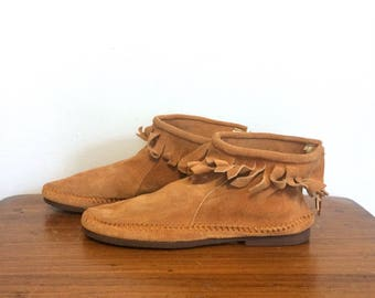 Vintage 60s 70s Brown Suede Moccasins / Fringe Ankle Moccasin Boots / Hippie Fringe Booties / Size 10 Womens, 8 Mens