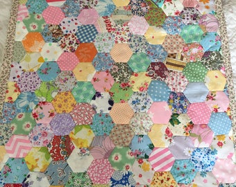 Hexagon  patchwork quilt, throw,bedding,bedspread,bedding in  cotton fabrics and white fleece back