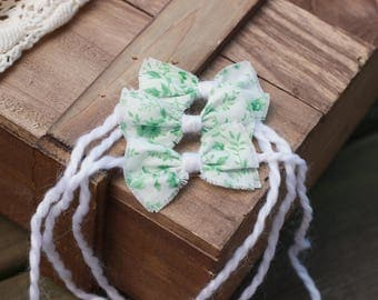 ready to ship, newborn baby photography prop, tieback halo with small flower bow, white light green, baby photo prop, luxury prop