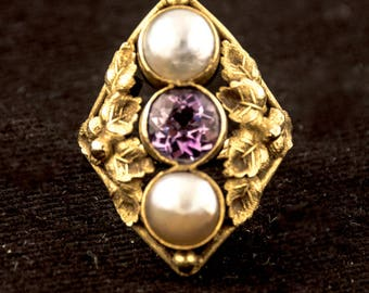 Vintage Art Nouveau Leaf Motif 14K Yellow Gold Amethyst and Pearl Ring size 7
