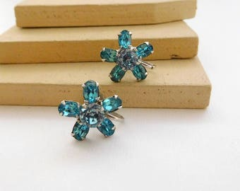 Vintage Aqua Turquoise Blue Silver Tone Flower Screw Back Earrings K15