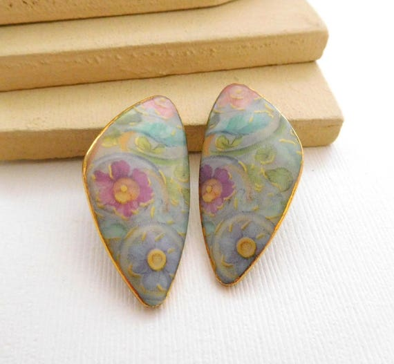 Vintage Gilded Multi-Color Pastel Victorian Flower Ceramic Clip On Earrings C35
