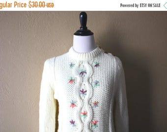 Clearance Sale Vintage Knit Sweater with Tiny Floral Embroidery