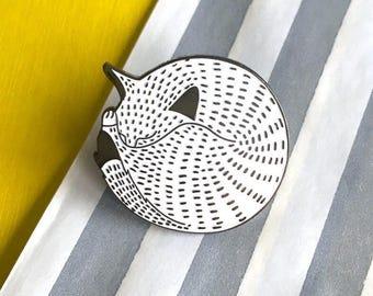 Kitten cat Enamel Pin Badge - Cat Pin Brooch - Cute Kitty Pin Badge - Flair Badge