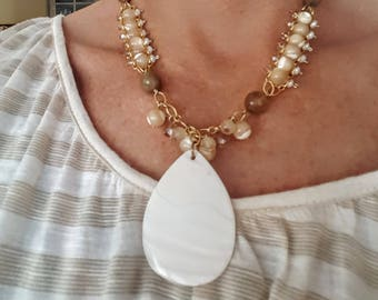 Glass and Mother of Pearl Pendant necklace