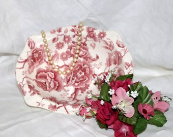 """Johnson Brothers - """"English Chippendale"""" - Oval Vegetable Bowl - Red and White - Transferware"""