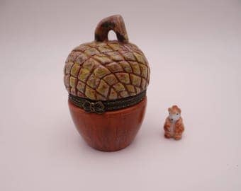 Vintage Acorn and Squirrel Hand Painted Trinket Box Pill Box - So cute