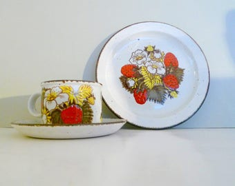 Vintage Trio Cup Saucer Plate Strawberry Midwinter Stonehenge Lunch Plate mug set