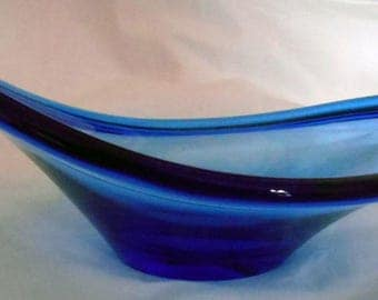 Retro Mid Century Blue Art Glass Fruit Bowl or Centrepiece