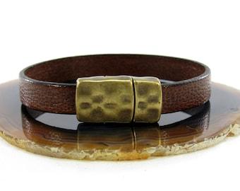 Medium Brown Camel Leather Bracelet/Brown Leather Bracelet/Camel Leather/Hammered Magnetic Clasp  (10F-524)