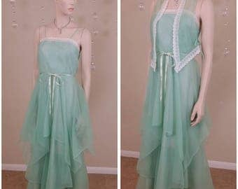 Beautiful vintage 70s green maxi dress ,gown,size 7/8 by Sakowitz
