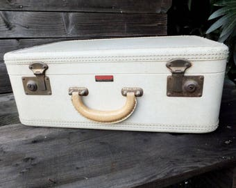 Vintage 40s/50s Travelaire  Luggage, Freidberg-Grunauer Co, Carry on, Overnight Bag, Small Luggage, White