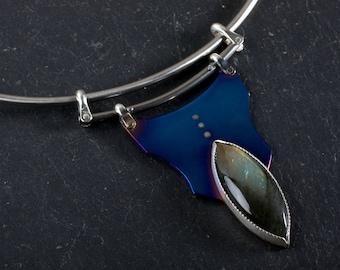 Titanium Necklace: Wire choker necklace - Titanium jewelry - Unique necklace - Artisan Jewelry - Shield necklace - Mixed metal necklace
