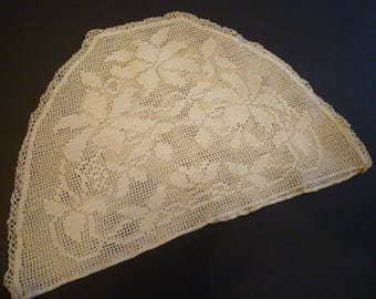 TEACOZY. VICTORIAN ERA Hand Crocheted Teacozy. Victorian English Teapot Cover.Crocheted Teacozy Cover.