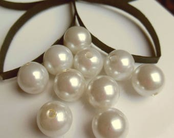 10 round plastic beads