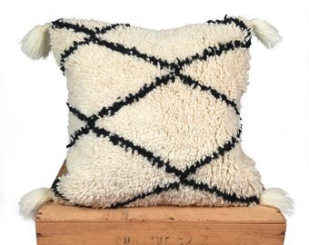Moroccan Pillow with Tassels / Beni Ourain Pillow / Rug Pillow / Moroccan Cushion / Moroccan Rug Pillow / Pillow Cover