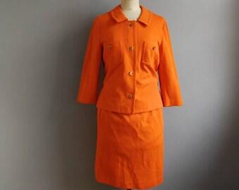 Vintage 70s orange suit / orange pencil skirt and jacket / retro skirt suit / 70s two piece  / gold chain / studio 54 / 70s glamour / UK 14