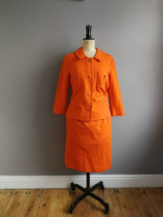 Vintage 70s orange suit / orange pencil skirt and jacket / retro skirt suit / 70s two piece  / gold chain / studio 54 / 70s glamour / UK 14