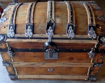 C 1880 Secor Barrel Top Antique Trunk