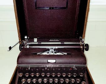 Gorgeous 1940s Vintage Royal Quiet Deluxe Typewriter Black with Chrome Accents