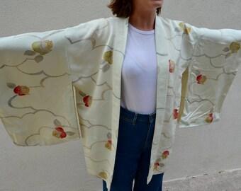 Beautiful vintage silk kimono robe pale green with roses - boho bride!