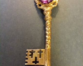 miriam haskell key pin