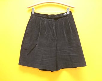 Retro Wide Leg Corduroy Shorts in Size 12 (A cute pair of pleated black corduroy cotton shorts with a 30-34 inch waist.)