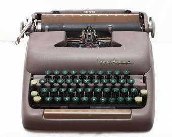 Smith Corona Clipper Manual Portable Typewriter with Original Hard Case & Fresh New Ribbon Made in USA 1950s