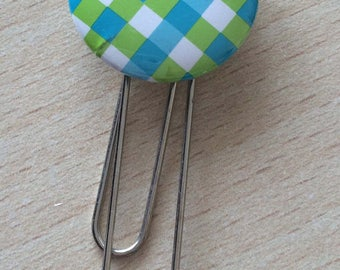 Bookmark / paperclip: green square