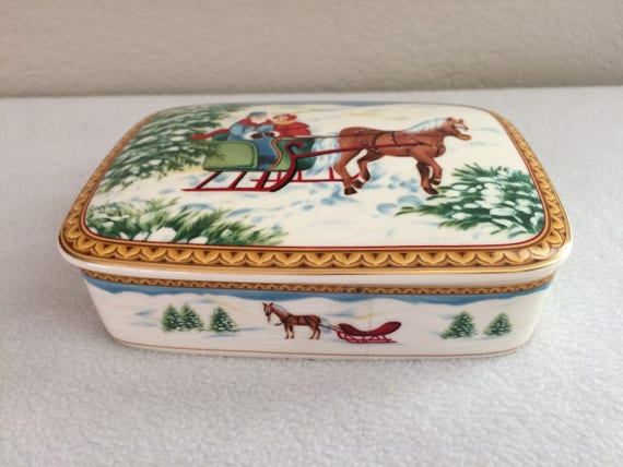 Vtg MIKASA Christmas Large Lidded Trinket Box
