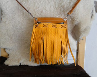 Fringed 100% leather and hand-made shoulder bag