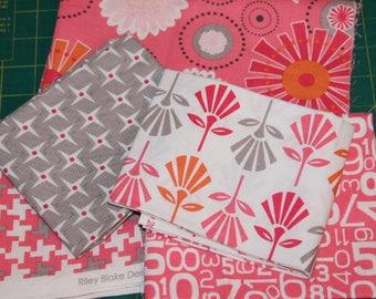 Scrap bag no. 22 - assortment 5 coupons American cotton fabric scraps designer Riley Blake colors pink and gray
